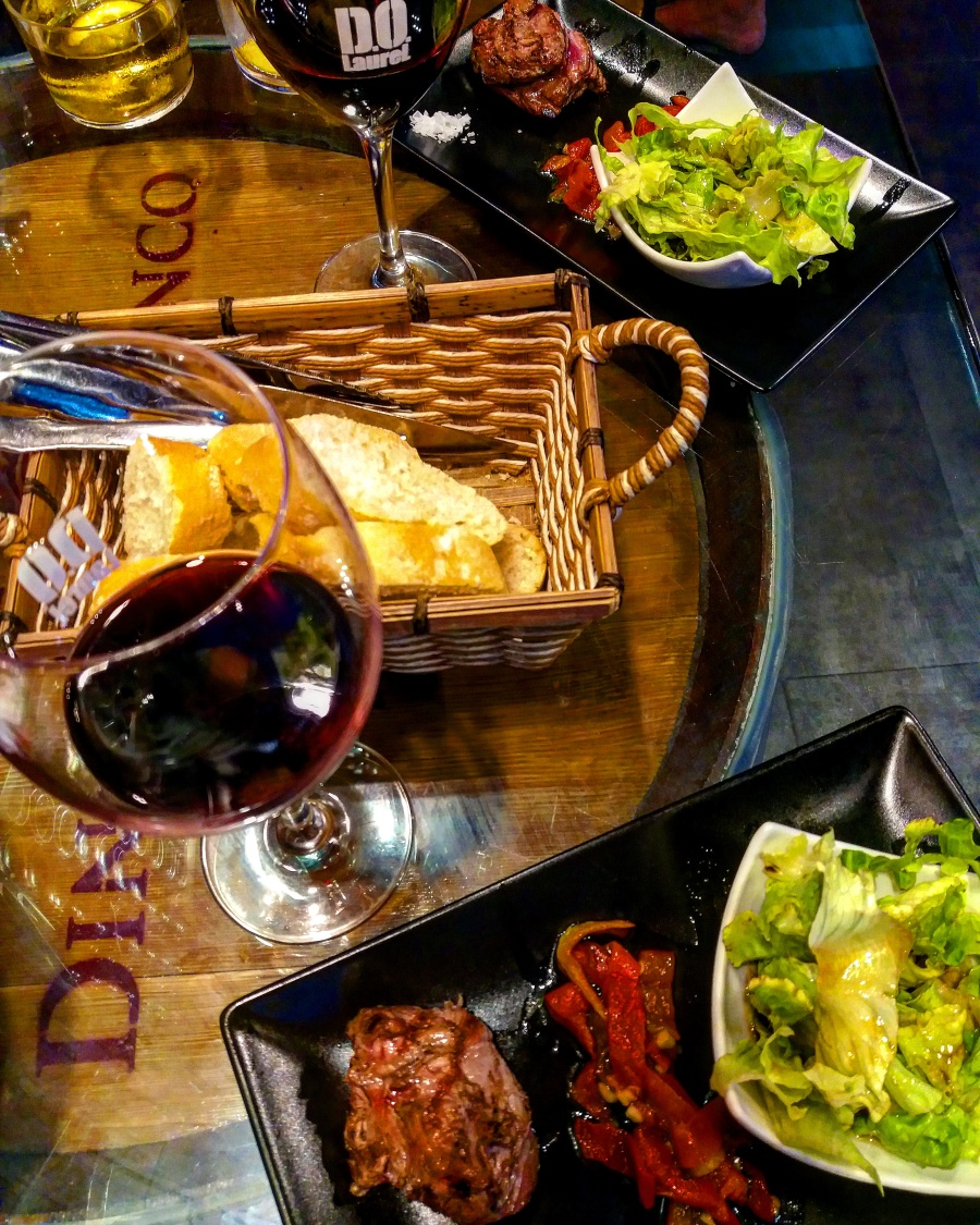 Tapas and wine in Calle Laurel, Logroño